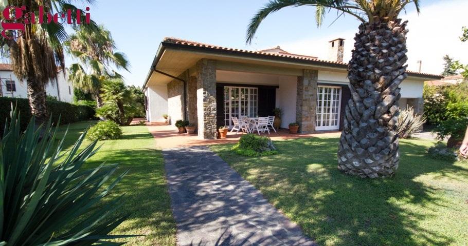Argentario immobiliare vendita villa porto santo stefano - Foto ville con giardino ...